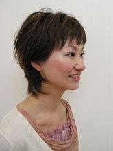えり足タイトに軽い人気のレイヤースタイル HAIR & MAKE cottonのヘアスタイル