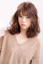 均一の発色性で深みとツヤを出した浮遊感カールヘア|AFLOAT JAPANのヘアスタイル