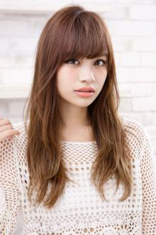 髪の色味を整えてうねるクセを生かしたルーズな動き|AFLOAT JAPANのヘアスタイル