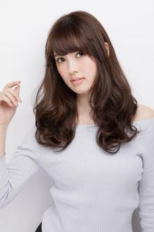 フェミニンな感覚で甘さを漂わせたミックスカールスタイル|AFLOAT JAPANのヘアスタイル
