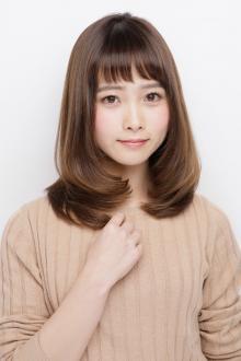ピュアな女性像を演出するツヤ感アップのJカールミディアム|AFLOAT JAPANのヘアスタイル