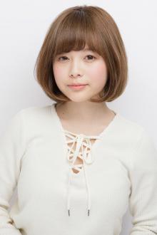 内巻きカールで小顔効果を発揮したマッシュ風のツヤ感ボブ|AFLOAT JAPANのヘアスタイル