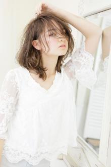 クセ毛なのにラフで甘い動きが色っぽい束感ミディアム|AFLOAT JAPANのヘアスタイル