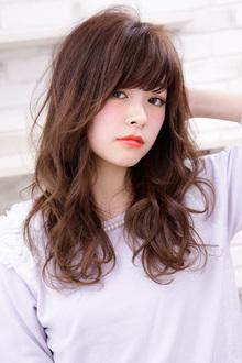 硬い髪をうねりカールで しなやかにしたスライドカットの妙味|AFLOAT RUVUAのヘアスタイル