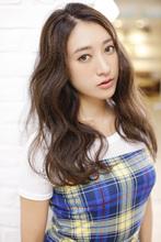 面のツヤで美髪を引き立てるうねり×マットブラウン air-OSAKA (心斎橋)のヘアスタイル