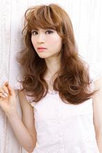 決め手は大きなうねりのボリューム感♪大人可愛いロング|allys hair shinsaibashi OPAのヘアスタイル