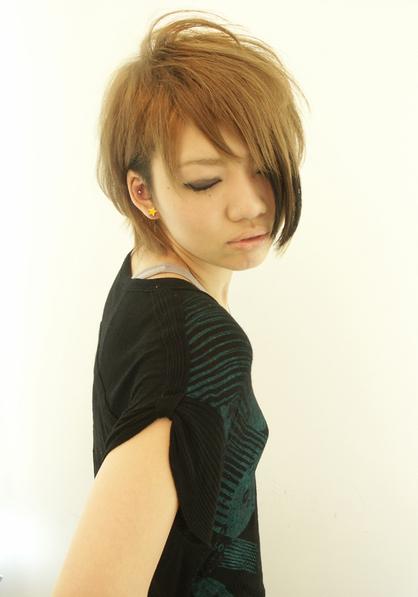 最新のヘアスタイル 髪型 ベリーショート アシメ  アシメ 刈上げショート | 三宮 .