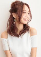 好印象を叶える◎ダウンスタイルを生かしたハーフアップアレンジ|CARE UMEDAのヘアスタイル
