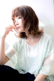 【Euphoria銀座本店】柔らかカールで小顔☆ミディアム