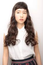 大きなうねりのツヤ感カールでモードな気分を演出|MASHU 北堀江店のヘアスタイル