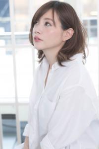 おススメの軽やかスタイル☆オシャレ耳かけセミディ!