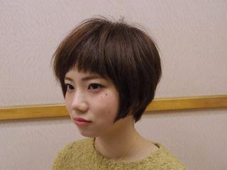 ショートバングが可愛いふんわりショートヘア
