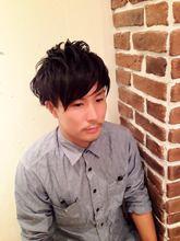 黒髪ナチュラル束感ショート|Aereのメンズヘアスタイル