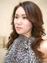 縮毛矯正プラス大人のゆる巻きホット系ウェーブスタイル|FRAME hairのヘアスタイル