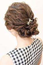 ねじりアップ☆ポイントアクセ|hair coucouのヘアスタイル
