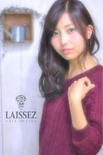 暗髪ベージュカラー斜めバング耳かけふわミディー甘辛MIXラブ Laissez 新松戸駅前店のヘアスタイル