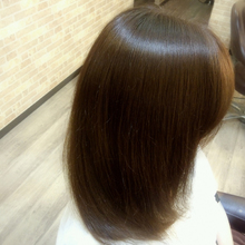 艶髪ストレート|SQUASHのヘアスタイル