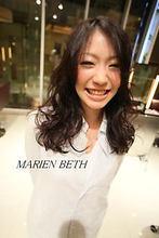ナチュラルロング Marien Beth CENTURYのヘアスタイル