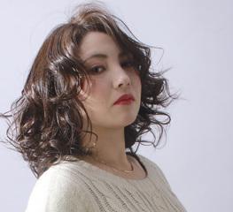 クールな巻き髪に女性らしさをPlus☆