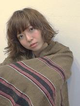 寝ぐせ風なパーマでやりすぎないラフなスタイル提案!|a.oo.i.のヘアスタイル