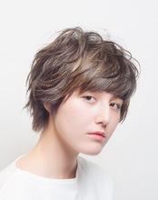 外国人クセげ風ショート|H&M KINOTOLOPEのヘアスタイル