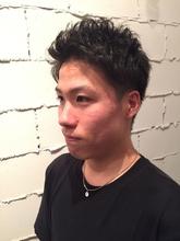 定番ツーブロックアップバングショート|ARISEのメンズヘアスタイル