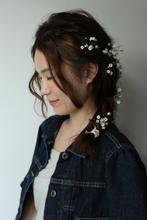 ゆるふわな編み込みを組み合わせてつくる、ダウンスタイルのアレンジスタイル。|atelier SUNNY DAYのヘアスタイル