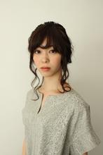 TOPから編みこんだシンプルなフルアップのアレンジスタイル|atelier SUNNY DAYのヘアスタイル