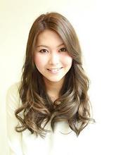 美髪ハイトーン〜大人すぎず、大人っぽく〜|PLAISIRのヘアスタイル
