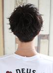 アップバングの黒髪ワイルドショート
