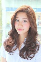 無造作なゆるふわウェーブ|SLUG daikanyama (スラッグ 代官山)のヘアスタイル