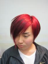 皆が注も浮くするほど鮮明。ヴァンパイヤーレッドカラー|トシちゃんの美容室のメンズヘアスタイル