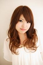 エアリーなゆるふわヘアは根強い人気。色っぽさとくつろぎ感を合わせたこなれスタイル。|VOGUE 江坂店 のヘアスタイル
