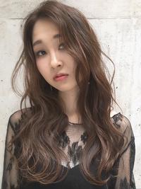 大人かわいいベージュロング巻き髮デジタルパーマ