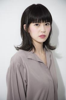 大人かわいい おしゃれバングのミディアムヘア|ACQUA aoyamaのヘアスタイル