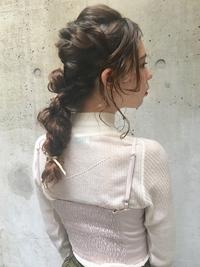 ロングヘアのアレンジスタイル