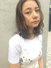 ミディアムヘアのパーマスタイル|ACQUA aoyamaのヘアスタイル