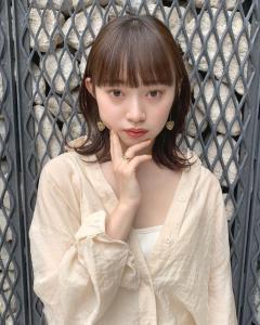 大人可愛い垢抜け外ハネミディ|ACQUA aoyamaのヘアスタイル