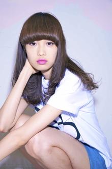 厚めの前髪で目力UP!ラフにこなれた海外セレブ風ロング!『伸』|ACQUA aoyamaのヘアスタイル
