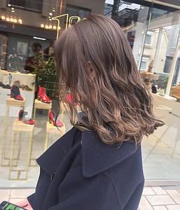 グレージュ 暗髪 ミディアムボブ|ACQUA omotesandoのヘアスタイル