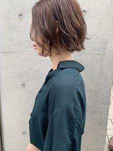 くすみベージュ グレージュ 暗髪|ACQUA omotesandoのヘアスタイル