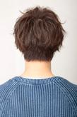 長めの前髪でスタイリッシュに決めた新感覚メンズヘア