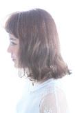 毛先のハネ感がキュートなボブヘア