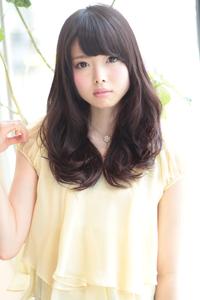 黒髪のパーマスタイル