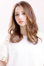 顔まわりのグラデーションカラーが魅力の立体感カラー|AFLOAT RUVUAのヘアスタイル