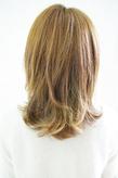 ふっくら前髪の大人かわいい外はねミディアム