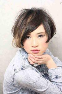 海外セレブショート髪型・メッシュハイライトカラー