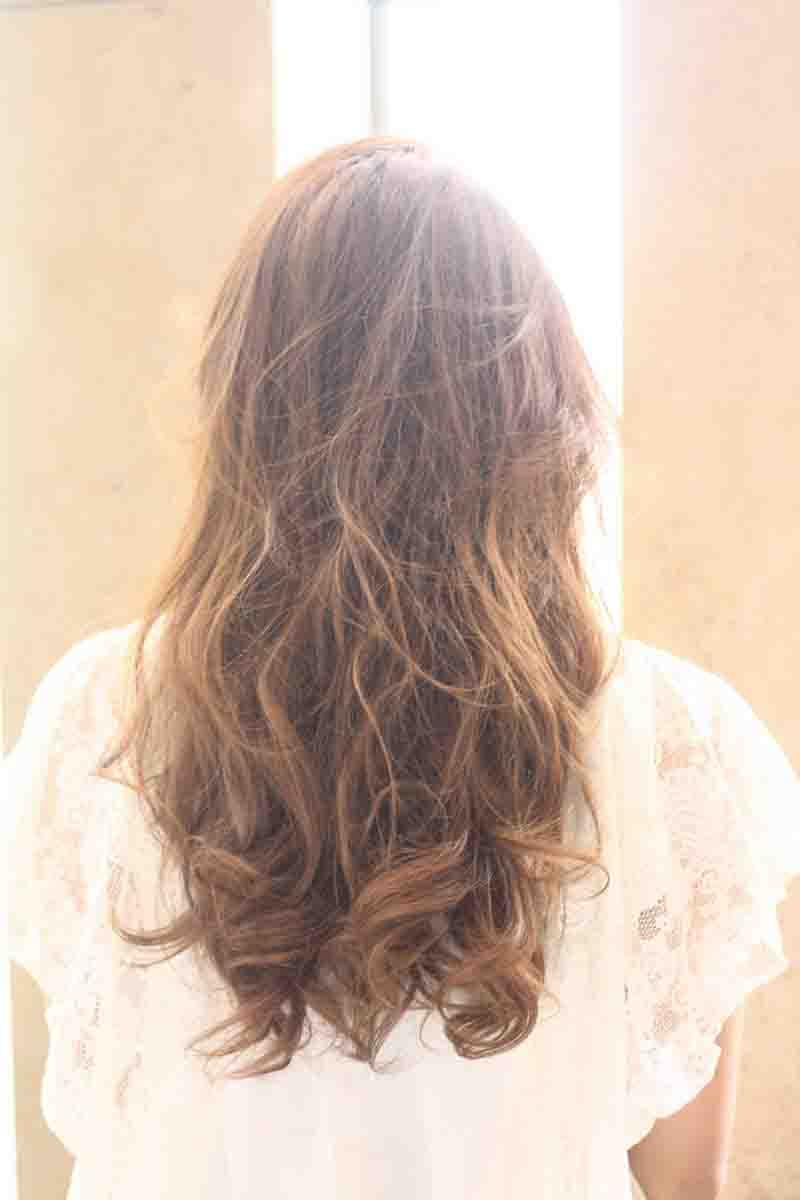 海外セレブ髪型 耳かけロングヘアスタイル