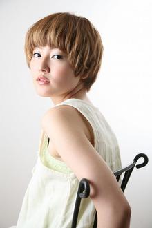 ラフな女性らしさが漂うモード・マッシュショート albasanz 三条烏丸のヘアスタイル