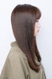 クセを感じさせない、究極のなめらかさとツヤ感で魅せる毛先ワンカールスタイル